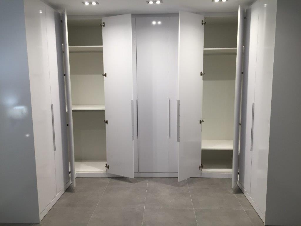 Armari 11 portes acabat en laminat Blanc