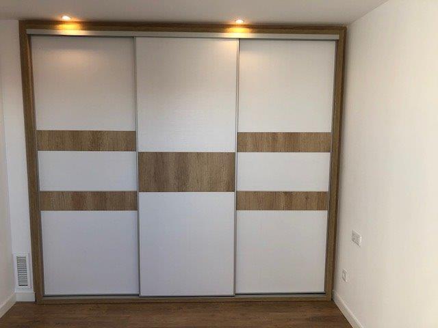 Armari 3 portes correderes laminat en Noguera Pacific